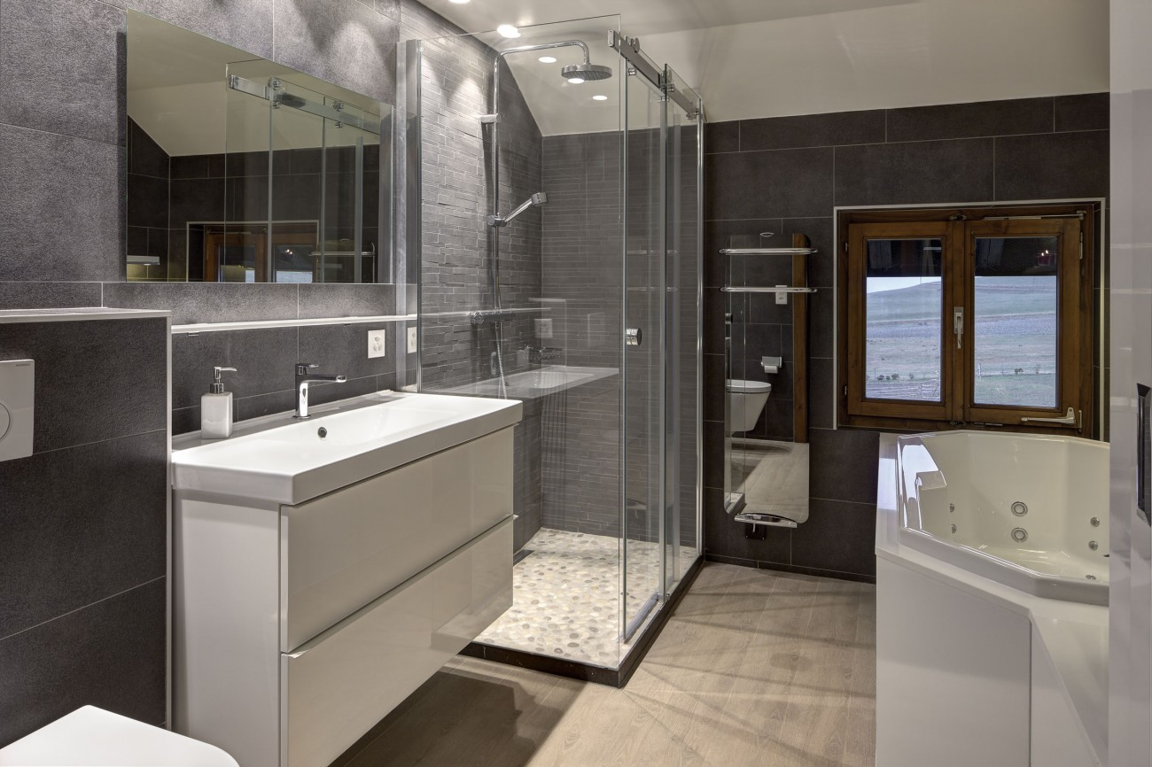 A Renovated Bathroom Cr 39 Architecture